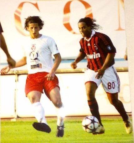 Bryan Machado (left) vs Ronaldinho